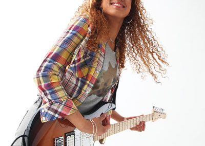 YMES_Girl_Play_Guitar
